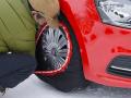 タイヤ上部にスノーテックスをかぶせます